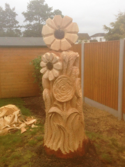 A Bunch of flowers sculpted from a tree stump